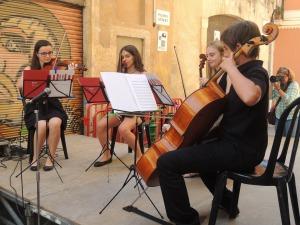 Imatge dels The Pilon's String Quartet actuant al carrer del Comte.