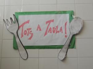 Imatge del rètol que es pot observar al menjador del centre escolar.